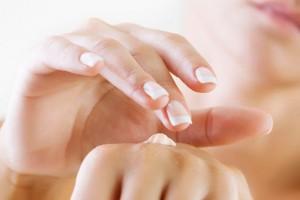 Beneficios del aceite de almendras en las manos
