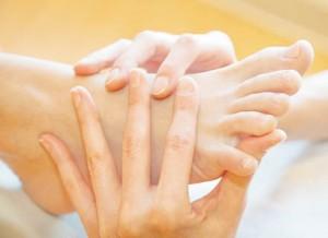 Beneficios del aceite de almendras en los pies